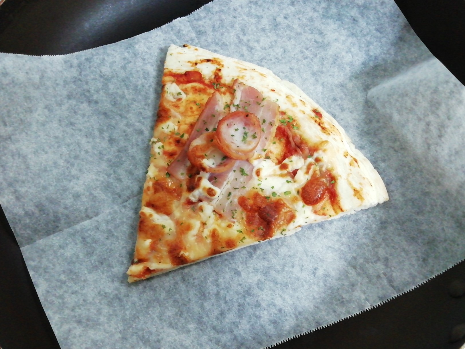 ロピア自社製ベーコン&ウインナーピザ